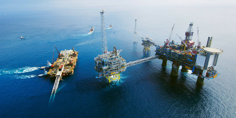 Acergy Piper constructing the pipeline Langeled at Sleipner East